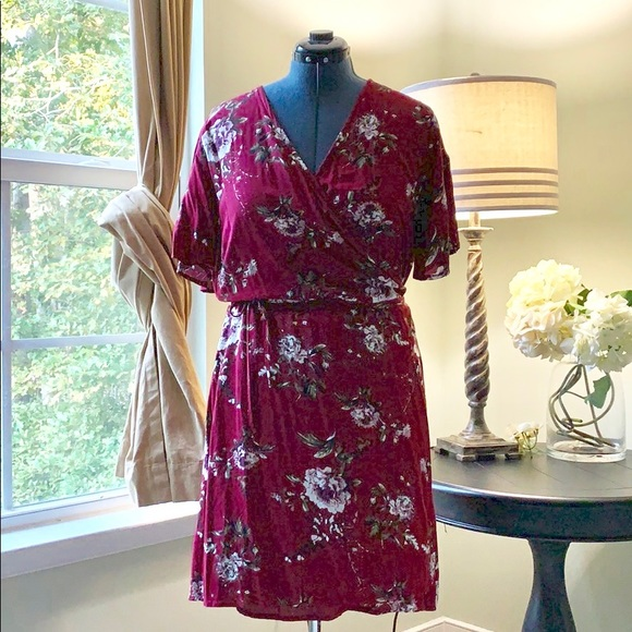 Charlotte Russe Dresses & Skirts - 🌺Charlotte Russe Floral Wrap Dress Size 2X